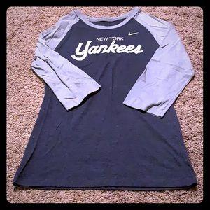 Nike New York Yankees 3/4 Sleeve Top Slim Fit L
